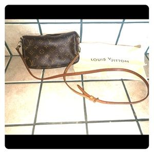 Louis Vuitton Pochette Crossbody